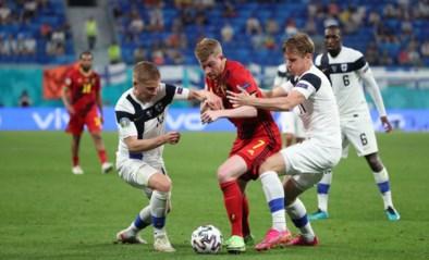 """Kevin De Bruyne krijgt trofee van man van de match na Finland: """"Heel weinig ruimte tussen de linies"""""""