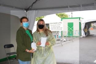 """Drukte aan testcentrum in Sint-Niklaas neemt toe met de vakantie in zicht: """"Het is een soep"""""""