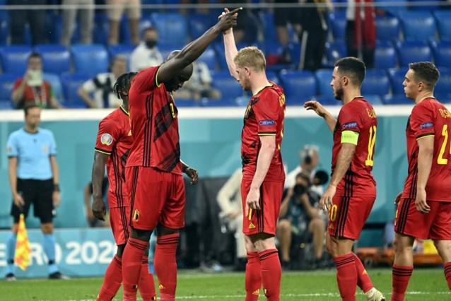Ze gaan er opnieuw de wereld mee rond, maar waar komt de iconische handshake tussen Romelu Lukaku en Kevin De Bruyne vandaan?