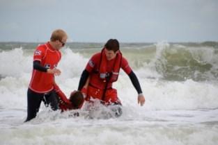 Surfer in problemen ter hoogte van Oostelijke strekdam