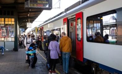 Deze vakantie kan je je zitje op de trein naar de kust reserveren: hoe werkt dat? En waar kan ik vertrekken?
