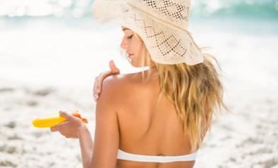 """Britse consumentenbond: """"Koop deze twee populaire zonnecrèmes niet, ze halen beloofde SPF niet"""""""