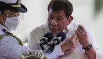 """Filipijnse president Duterte dreigt met celstraffen voor """"dommeriken"""" die coronavaccin weigeren"""