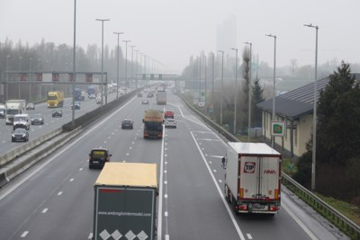 Kilometerheffing voor vrachtwagens levert recordbedrag van half miljard euro op: corona gecompenseerd