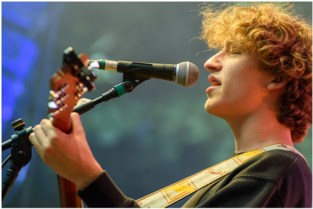 Singer-songwriter TIJL plant zomertournee langs Heistse cafés