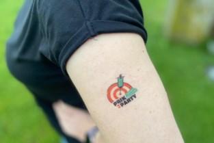 'Prik to party': Ieper zet tattoos in om zo veel mogelijk jongeren te vaccineren
