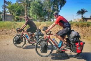 """Corona of niet, Jelle (29) en Koen (35) reizen al een jaar de wereld rond… met de fiets: """"De ultieme vrijheid"""""""