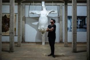 Tom Herck opent atelier, met een bordeel als eerbetoon voor zijn oma