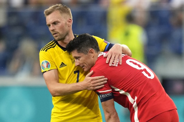 Twee doelpunten Robert Lewandowski volstaan niet voor Polen, degelijk Zweden is groepswinnaar