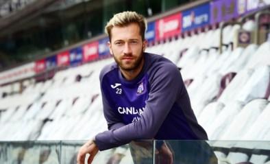 CLUBNIEUWS. Peter Zulj wordt ploegmaat van Nacer Chadli, Club Brugge stalt Openda jaar langer in Nederland