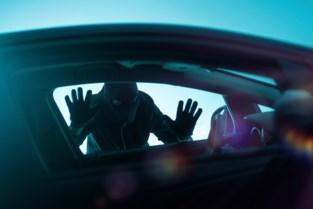 Gewapende carjacker laat voertuig achter en verdwijnt