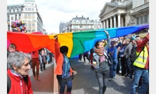 Ook Brusselse Grote Markt in regenboogkleuren gehuld
