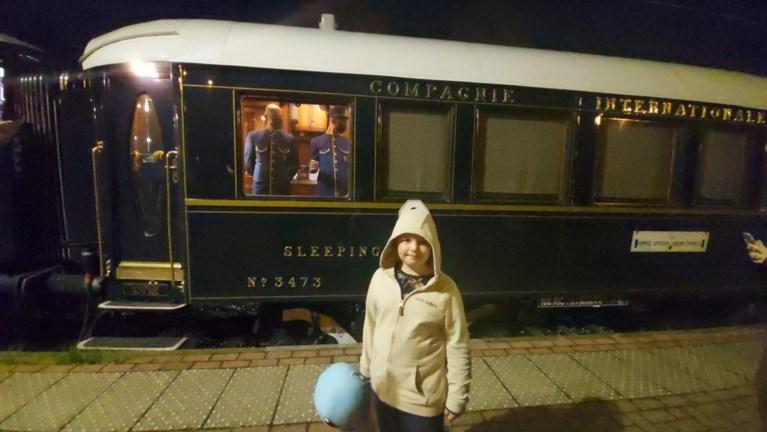 Orient Express stopt even in Essen: liefhebbers wachten urenlang om beroemde trein te zien