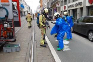 Brandweer sluit Koningsstraat even af voor gevaarlijk lekkend product
