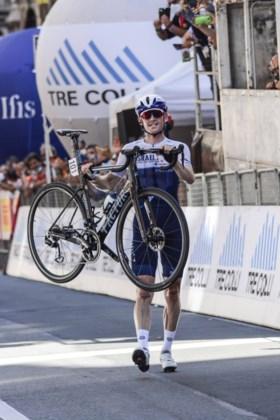 """Ben Hermans pakt in de Ronde van de Apennijnen uit met solo van 25 km: """"Hopelijk krijg ik nog een telefoon voor Tokio"""""""