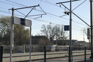 Acht transmigranten gevonden in station voor ze op industriezone verzeilen