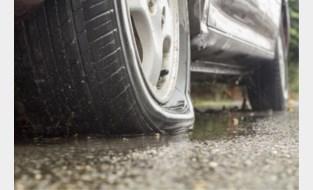"""Gefrustreerde man steekt banden van 17 wagens in zijn straat lek: """"Toeristen namen mijn parkeerplaats af"""""""