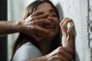Man verkracht stiefdochter herhaaldelijk: zes jaar effectieve celstraf