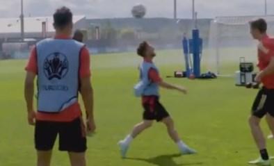 """Pret op training bij de Rode Duivels: Dries Mertens wordt """"gepest"""" met rondo in de lucht"""