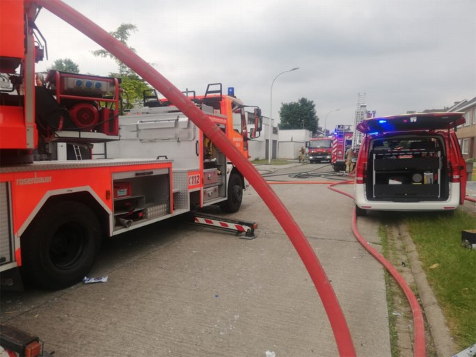 Eén dode na ontploffing in woning in Zele, schade is enorm