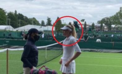 """Strikte 'dress code' van Wimbledon slaat eerste keer toe: Nederlandse krijgt uitbrander voor """"te witte"""" pet"""