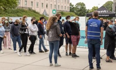 """Jonge Gentenaars massaal in de rij voor spontane vaccinatie: """"Alle tijdsloten zullen bezet zijn"""""""