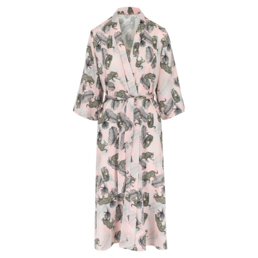 De cover-up met de kimono: zo verstop je je swimwear in stijl