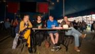Pas naar festival als je tafeltje van vier of acht vult: 'bubbelverkoop' maakt tickets dit jaar erg duur voor koppels en singles