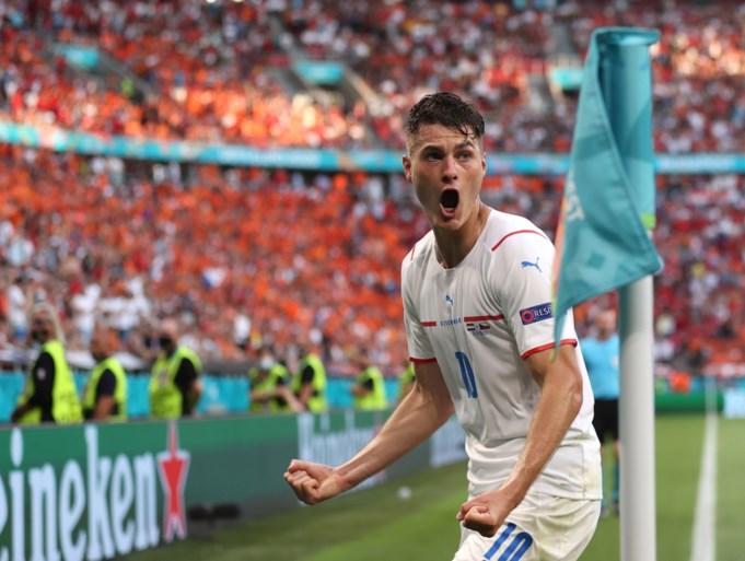 Nederland al naar huis: Oranje schiet zich tegen Tsjechen in de voet, De Ligt de schlemiel