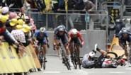 Einde Tour voor Caleb Ewan: Australiër van Lotto Soudal komt in volle sprint zwaar ten val en geeft op met sleutelbeenbreuk