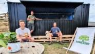 Eerste Oudsbergense zomerbar serveert melk en koekjes
