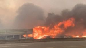 Recordhitte in Canada: brand verwoest hele dorp, inwoners vluchten weg