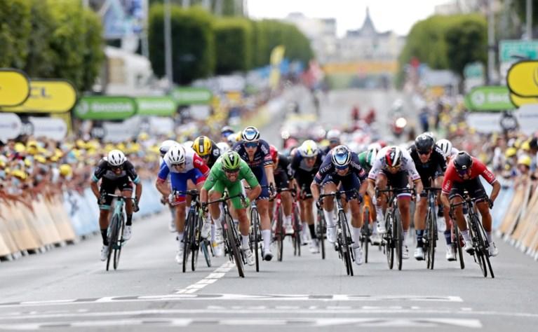 """REACTIES. Van Aert zat tien lengtes achter in de sprint, Van Avermaet vond gebrek aan samenwerking in de vlucht""""spijtig"""""""