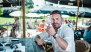 """Cafépraat met Adriaan Van den Hoof: """"Het kriebelt bij iedereen om weer de zot uit te hangen. Toch?"""""""