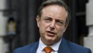 """""""Extreemlinks"""" en """"niet proper op zichzelf"""": waarom Bart De Wever op Vlaams Belang blijft schieten"""