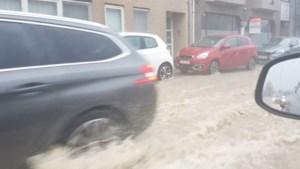 Felle onweerszone trekt tot vanavond over ons land: onder meer in Aalst straten blank, E40 onder water en ook elders al wateroverlast