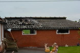 Huis onbewoonbaar na zware woningbrand: oorzaak ligt bij elektrische bromfiets in garage