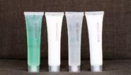 Shampoo vergeten inpakken? Dit doet een week wassen met het flesje uit het hotel met je haar