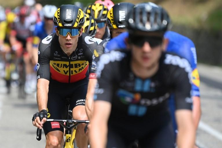 """Wout van Aert kwam bijna ten val en strandt op half wiel van ritzege in de Tour: """"Ik zat op de plaats waar iedereen wil zitten"""""""
