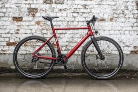 Je ziet amper dat het een elektrische fiets is, maar je voelt het wel: wij gingen een week naar het werk met de Milano van BZEN