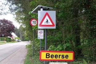 Oplichtende verkeersborden waarschuwen bestuurders