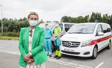 """Ouders halen besmette jongeren op: """"Ambulances besteld zodat ik niet in quarantaine moet"""""""