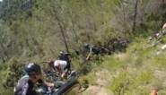 Zo groot was de chaos in de Tour: beelden van in het peloton tonen hectiek na massale valpartij aan 65 km/u