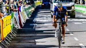 """Tim Declercq zit nog in de Tour na zwaarste dag op de fiets: """"Het was de omgekeerde wereld, ditmaal goten de ploegmaats water over mijn hoofd"""""""
