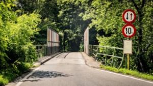Vier spoorwegbruggen in Beringen worden na de zomervakantie aangepast