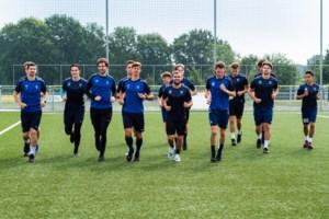 """Jempi Custers begint aan nieuw seizoen: """"Het is onduidelijk hoe spelers lange inactiviteit hebben verteerd"""""""