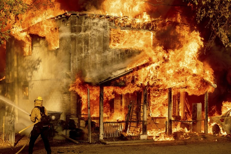 Extreme weather in the United States: California burns, New York sinks