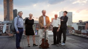 Bar Oost viert Franse feestdag met Brassens,schepen Tom Meeuws zorgt voor ritme