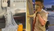 Passagier opent nooduitgang door hitte wanneer vliegtuig opgehouden wordt, maar vertraagt vlucht zo nog meer