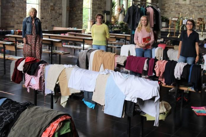 Ladies Circle 37 schenkt speelgoed en kleding aan kansarmen